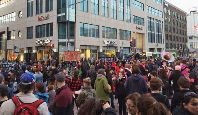 Un rassemblement contre l'austérité a pris fin avec... (Photo collaboration spéciale Simon-Charles Couture-Labelle)