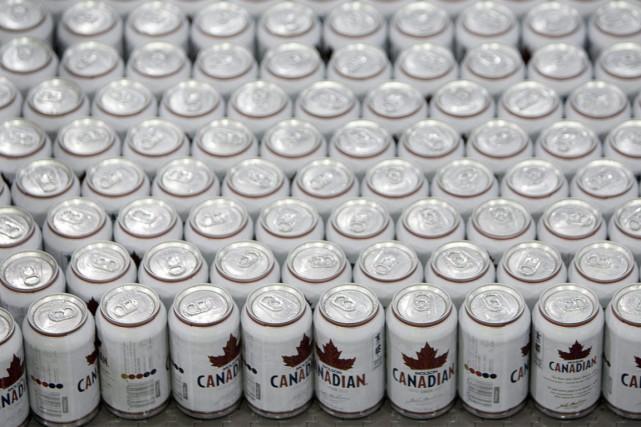 Seules les canettes de bière et de boisson... (Photo Jonathan Hayward, Canadian Press)