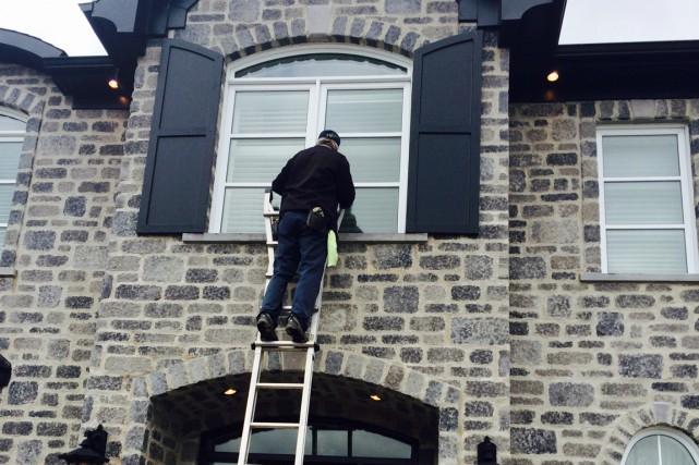 Le coût pour laver les fenêtres varie en... (Photo fournie par JM Rouleau)