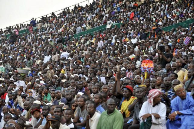 Plusieurs milliers de personnes ont participé samedi à... (PHOTO HABIBOU KOUYATE, AFP)