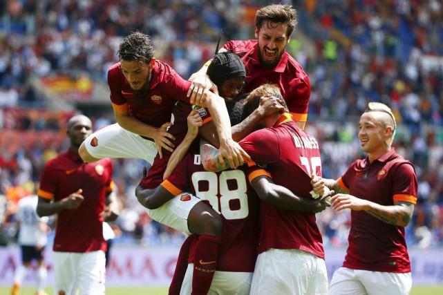 Les joueurs de l'AS Romese sont emparés de... (PHOTO TONY GENTILE, REUTERS)