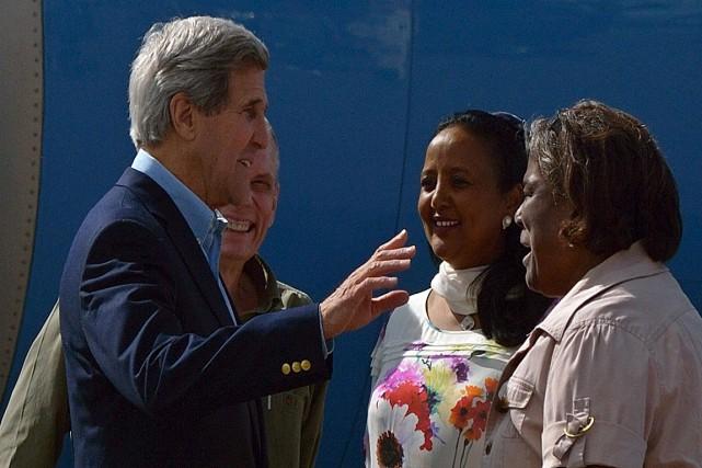 Le secrétaire d'État américain John Kerry, à son... (PHOTO TONY KARUMBA, AFP)