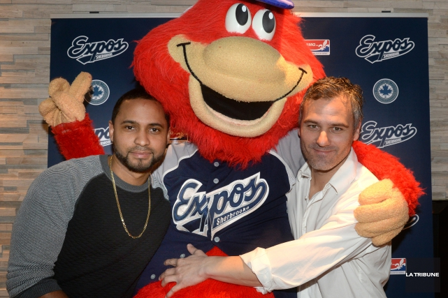 Le joueur-gérant Issael Gonzalez, Expouff et le propriétaire... (IMACOM, Maxime Picard)
