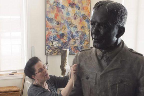 La statue est une oeuvre de la sculpteure... (PHOTO FOURNIE PAR LE RÉGIMENT ROYAL DE L'ARTILLERIE CANADIENNE)