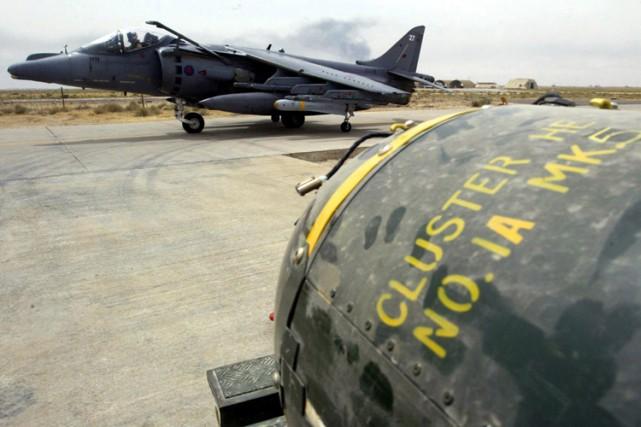Les sous-munitions qui explosent après coup sont interdites... (Archives AFP)