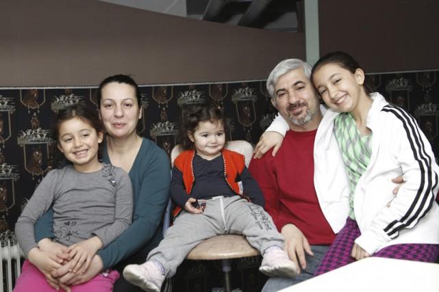 Ceylan, Kamber et leurs enfants, Helin, Derine et... (photo Julie Catudal)