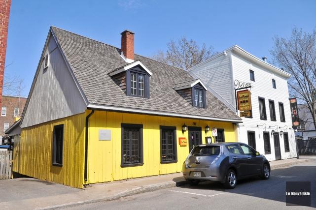 Le célèbre restaurant peint en jaune, La Piazza,... (Photo: Émilie O'Connor Le Nouvelliste)