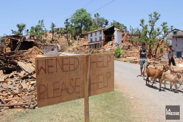 Comme cette pancarte l'indique («Nous avons besoin d'aide,... (PHOTO ISABELLE DUCAS, LA PRESSE)