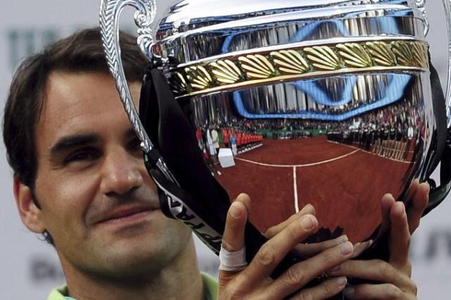 Roger Federer a obtenu son 85e titre en carrière hier après être venu à bout de... (Agence France-Presse)