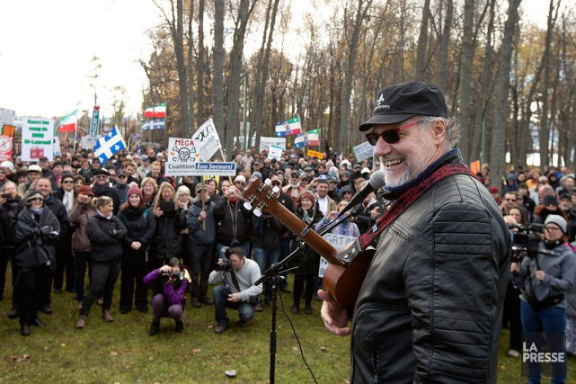 Jici Lauzon croqué lors d'une manifestation contre les... (Photo Robert Skinner, archives La Presse)