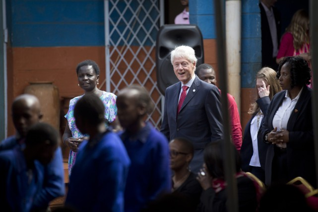 Bill Clinton a nié que les dons d'États,... (Archives, Associated Press)