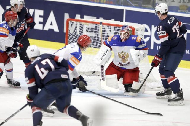 Torey Krug a profité d'un double avantage numérique... (Photo Sergei Grits, AP)
