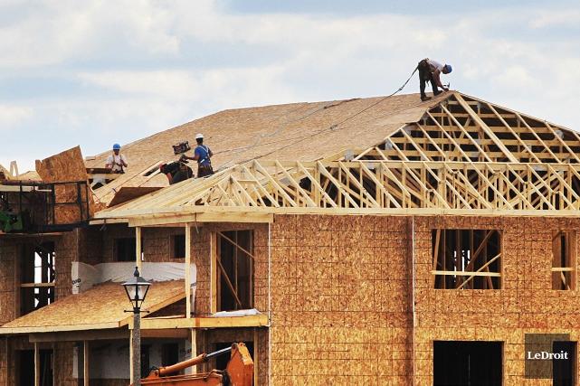 Le nombre de chutes sur les chantiers de construction est encore trop élevé,... (Archives Le Droit)