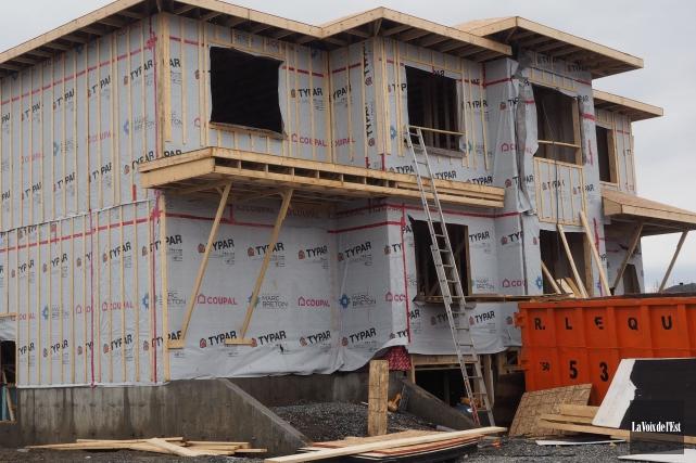 Les citoyens de Magog peuvent désormais obtenir un permis de construction plus... (Archives La Voix de l'Est)