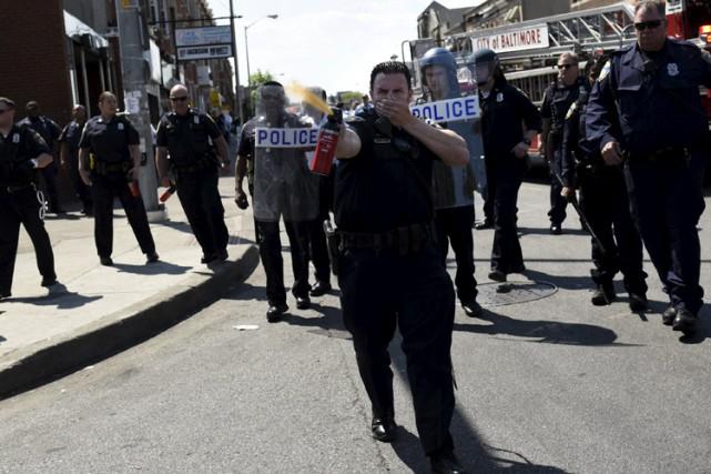 Un policier a utilisé un spray au poivre... (Photo: Reuters)