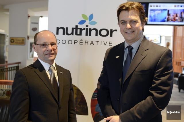 Jean Lavoie, président de Nutrinor, et Yves Girard,... ((Photo Le Quotidien, Jeannot Lévesque))