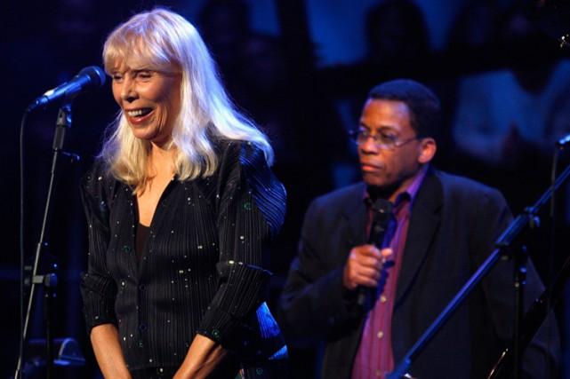 Joni Mitchell en concert à Los Angeles en... (Archives AP)
