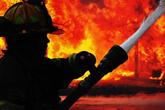 Une maison unifamiliale a été lourdement ravagée par un incendie en fin de... (PHOTO D'ARCHIVES)