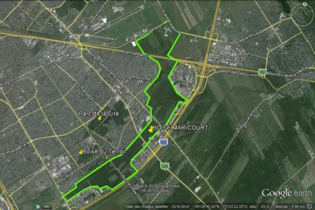 Vue aérienne du boisé Maricourt, à Longueuil.... (PHOTO FOURNIE PAR LE MOUVEMENT CEINTURE VERTE)