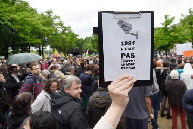 À Paris, plusieurs centaines de protestataires se sont... (PHOTO ALAIN JOCARD, ARCHIVES AFP)