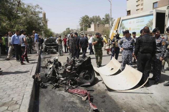 L'attentat a eu lieu près du QG des... (Photo Khalid Mohammed, AP)