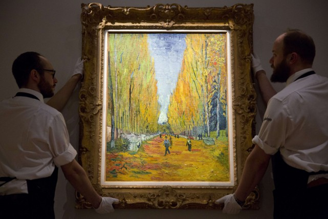 L'allée des Alyscamps de Vincent Van Gogh.... (PHOTO ARCHIVES AFP)