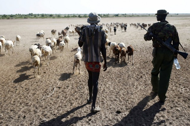 Des hommes armés de l'ethnie Turkana (ci-dessus) sont... (PHOTO GORAN TOMASEVIC, REUTERS)