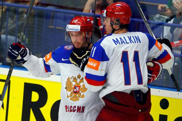 Sergei Mozyakin (à gauche) a inscrit deux buts... (Photo Laszlo Balogh, Reuters)