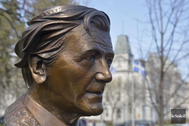 Le buste de bronze inauguré mercredi au parc... (Le Soleil, Yan Doublet)