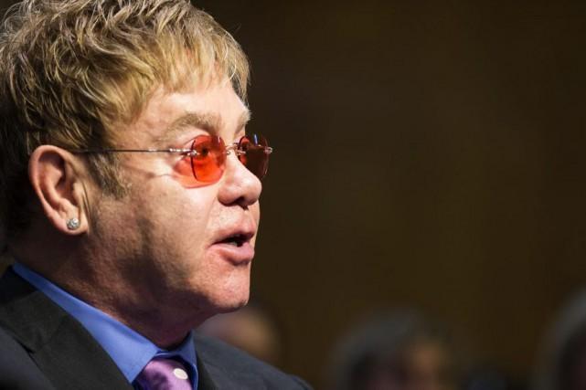 Elton John lors d'une audition devant une commission... (PHOTO ARCHIVES AP)