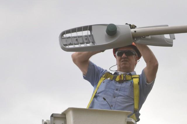 Trois-Rivières remplacera les 9321 lampadaires au sodium par... (François Gervais)
