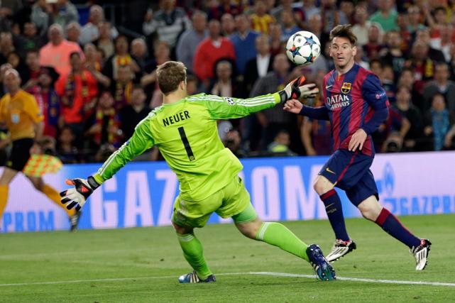 Lionel Messi a déjoué le gardien du Bayern... (Photo Emilio Morenatti, AP)