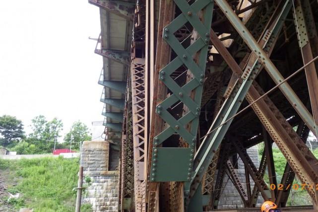 Une vue du dessous du pont de Québec... (Photo fournie par le CN)