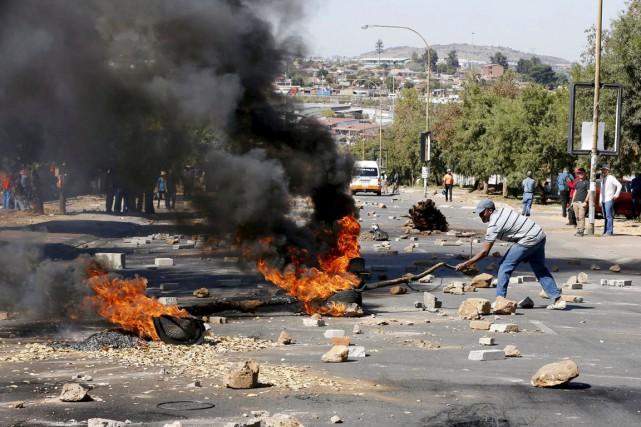 Les manifestants, dont une première action avait déjà... (PHOTO SIPHIWE SIBIKO, REUTERS)