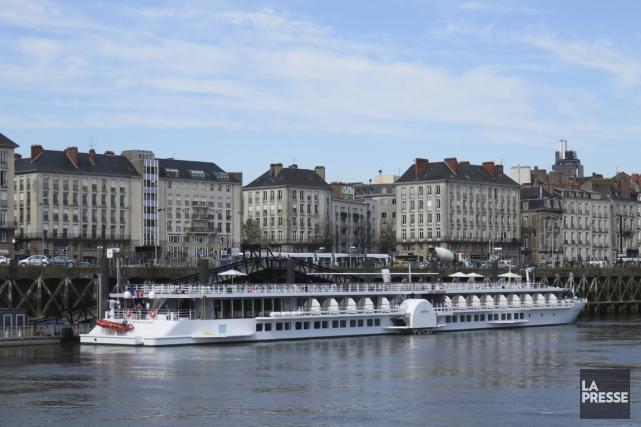 Le MS Loire Princesse à quai au coeur... (Photo Andrée Lebel, La Presse)