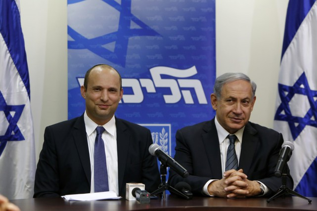 Le chef du Foyer juif Naftali Bennett (à... (PHOTO GALI TIBBON, AFP)