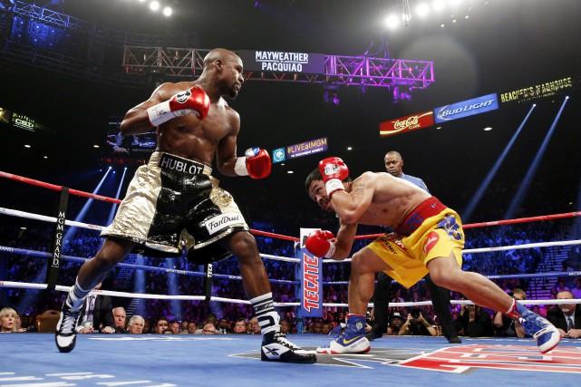 Floyd Mayweather etManny Pacquiao... (PHOTO JOHN GURZINKSI, AFP)