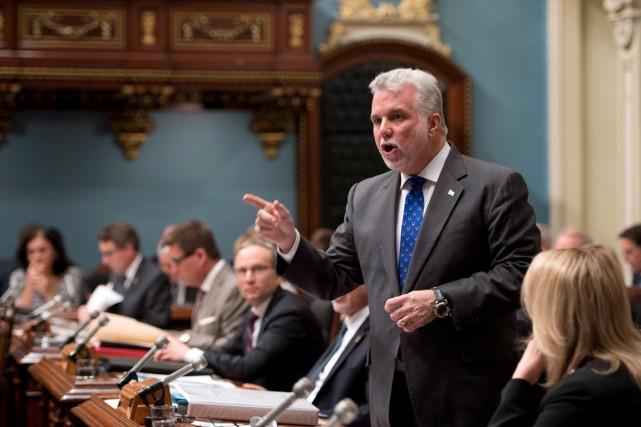 Le premier ministre Philippe Couillard a dû s'expliquer... (Photo La Presse Canadienne, Jacques Boissinot)