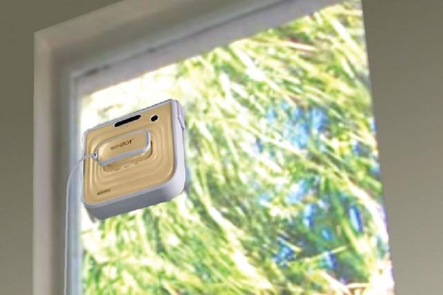 Le robot laveur de vitres Winbot 730 est... (Photo fournie par le fabricant)