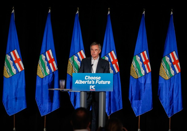 Jim Prentice a annoncé son départ à la... (PHOTO JEFF MCINTOSH, LA PRESSE CANADIENNE)