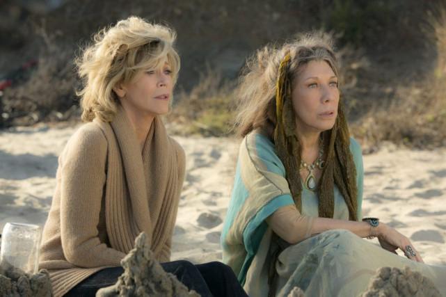 Jane Fonda et Lily Tomlin dans une scène... (Photo: fournie par Netflix)