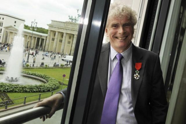 Simon Rattle, 60 ans, rendra sa baguette en... (Photo archives AFP)