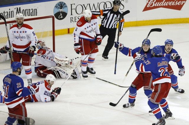 Ryan McDonagh (en bas à droite) célèbre son... (Photo Julie Jacobson, AP)