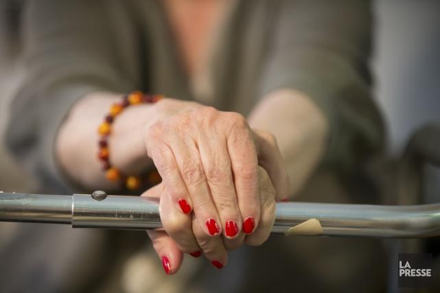 Les femmes qui prennent des suppléments de calcium pour combattre l'ostéoporose... (PHOTO IVANOH DEMERS, ARCHIVES LA PRESSE)