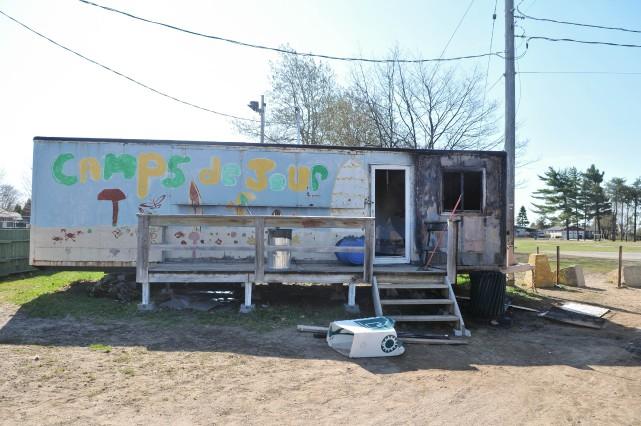 La roulotte qui abritait les activités de l'Association... (PHOTO: ÉMILIE O