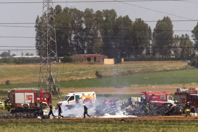 C'est le second accident d'un avion militaire en... (Photo Miguel Angel Morenatti, AP)