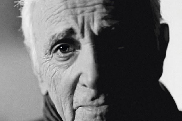 Charles Aznavour n'aime pas les rappels. Or, son 51ealbum porte un...