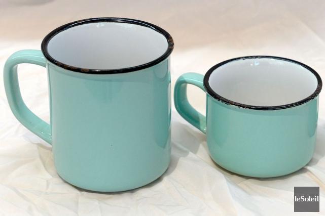 Tasses en imitation de fer blanc, 7 $,... (Le Soleil, Erick Labbé)