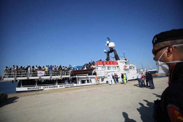 Après une série de naufrages dramatiques de migrants,... (Photo Francesco Malavolta, AP)