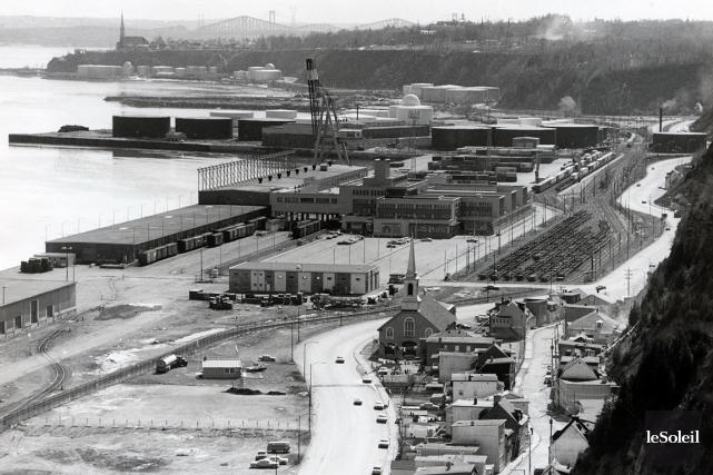 Si on trouve que les infrastructures du port de Québec sont encombrées le long... (Archives Le Soleil)